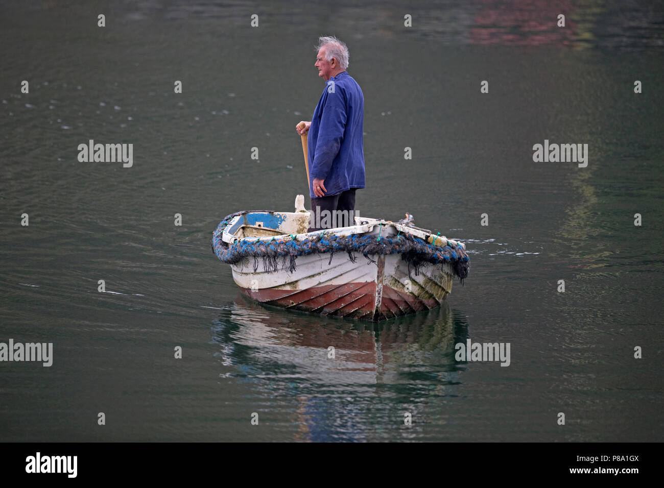 Cornwall boatman Mevagissey harbour - Stock Image