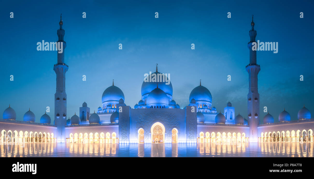 Sheikh Zayed Grand Mosque at evening Abu Dhabi - Stock Image