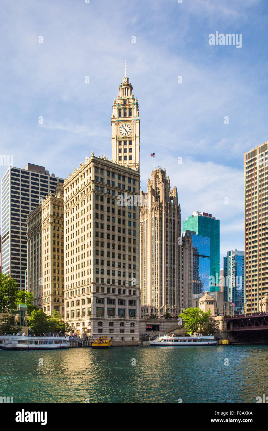 CHICAGO, ILLINOIS - JUNE 25, 2018: View of the city of Chicago as seen from the river with buildings and boats in view. - Stock Image