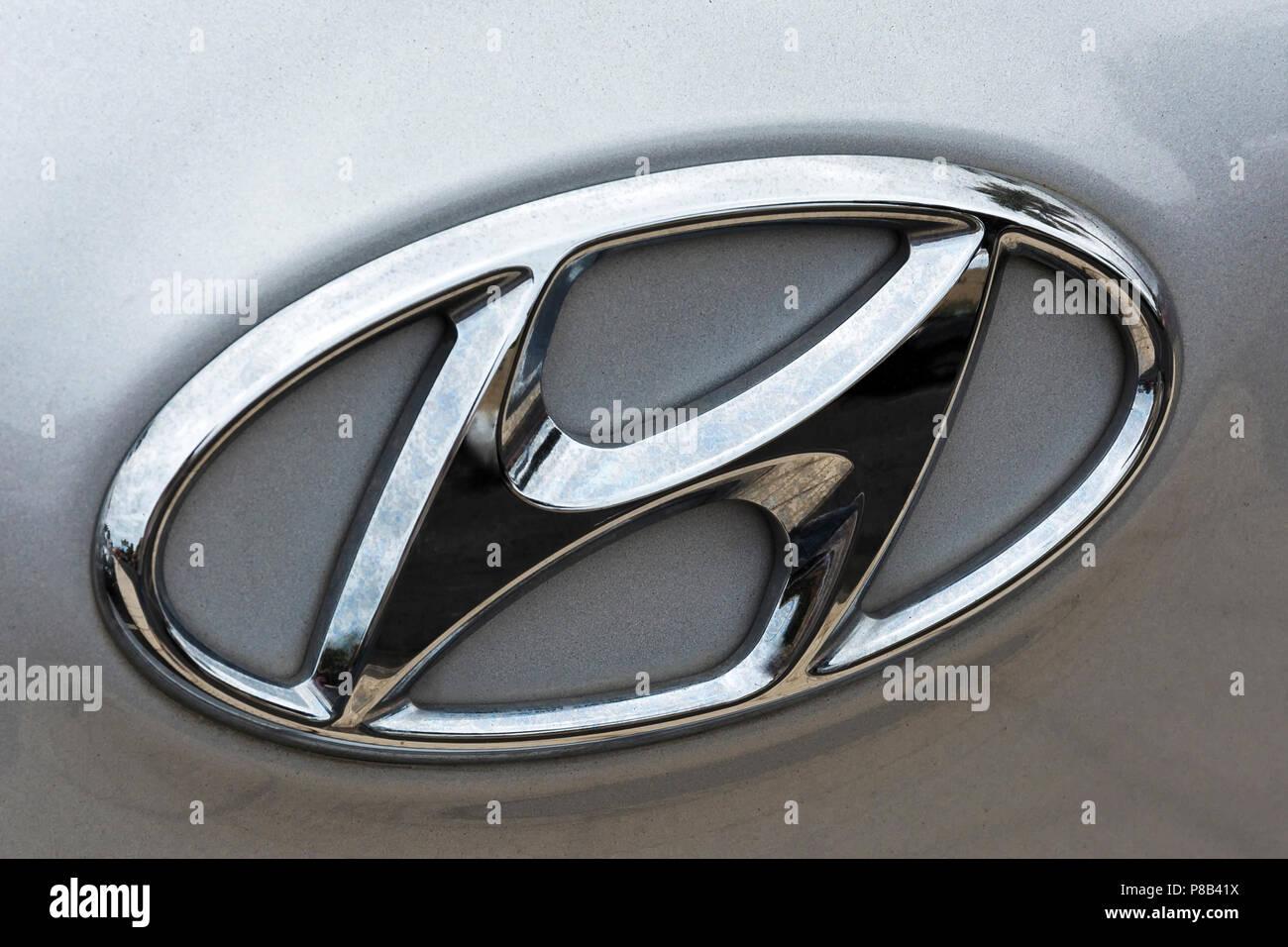 Hyundai Car Logo Stock Photos Hyundai Car Logo Stock Images Alamy