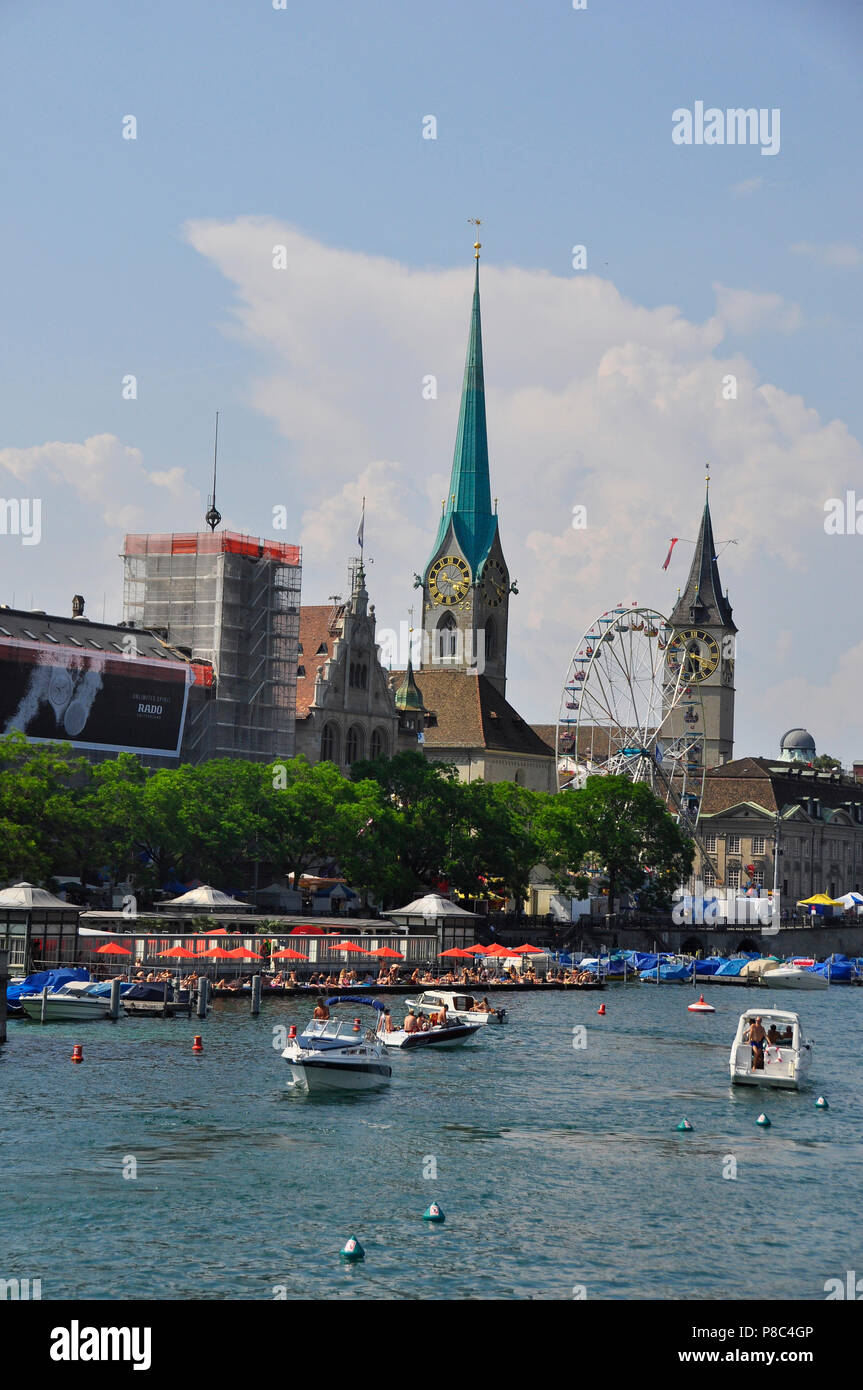 Zürich-City: Scenic view fromt the Quaibridge at Bellevue down the Limmat-River in the old town - Stock Image