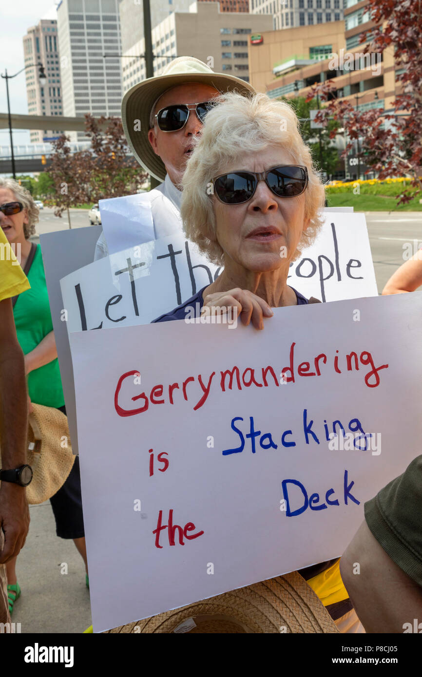 Detroit, Michigan USA - 10 July 2018 - Activists from the citizens group Represent.Us picket the office of the financial services firm Deloitte to protest the role of Deloitte's managing partner, Mark Davidoff, in trying to remove an anti-gerrymandering initiative from the Michigan ballot. Credit: Jim West/Alamy Live News - Stock Image