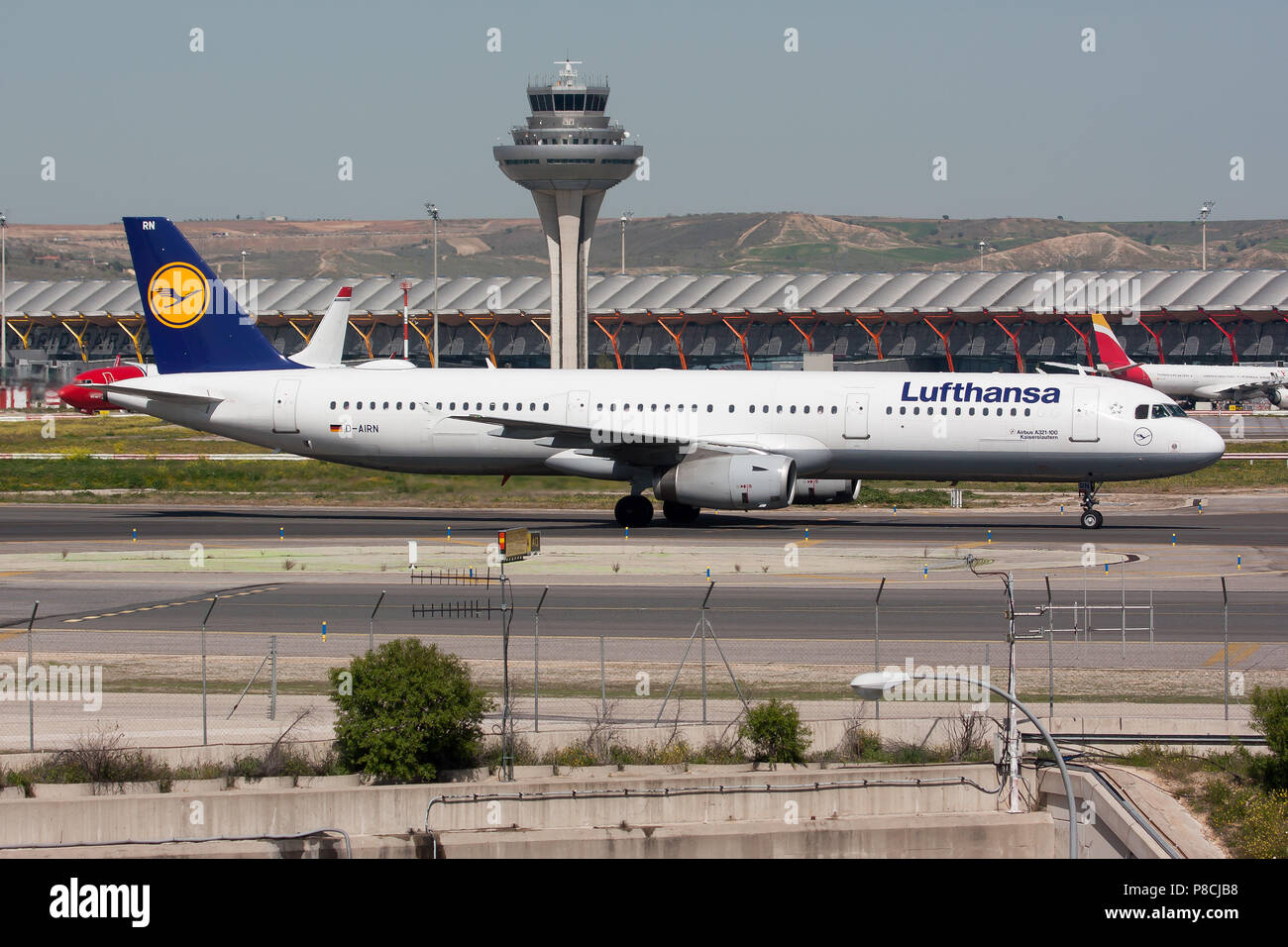 Madrid, Spain. 17th Apr, 2018. A Lufthansa Airbus A321 on the taxiway at Madrid Barajas airport. Credit: Fabrizio Gandolfo/SOPA Images/ZUMA Wire/Alamy Live News Stock Photo