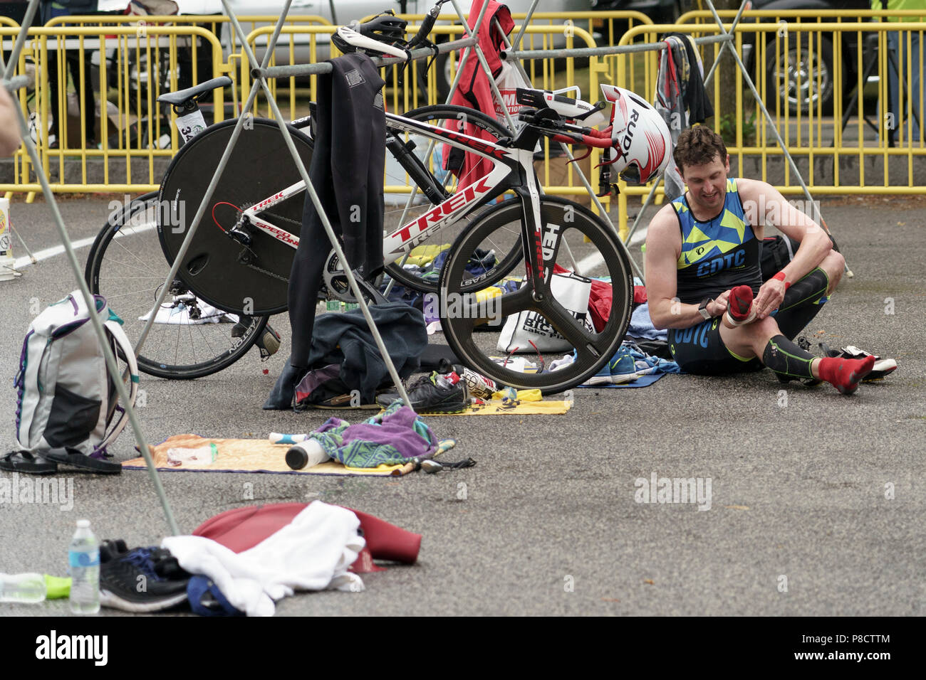 Matthew Tebo during the T2 bike to run transition in the 2018 Hague Endurance Festival Sprint Triathlon - Stock Image