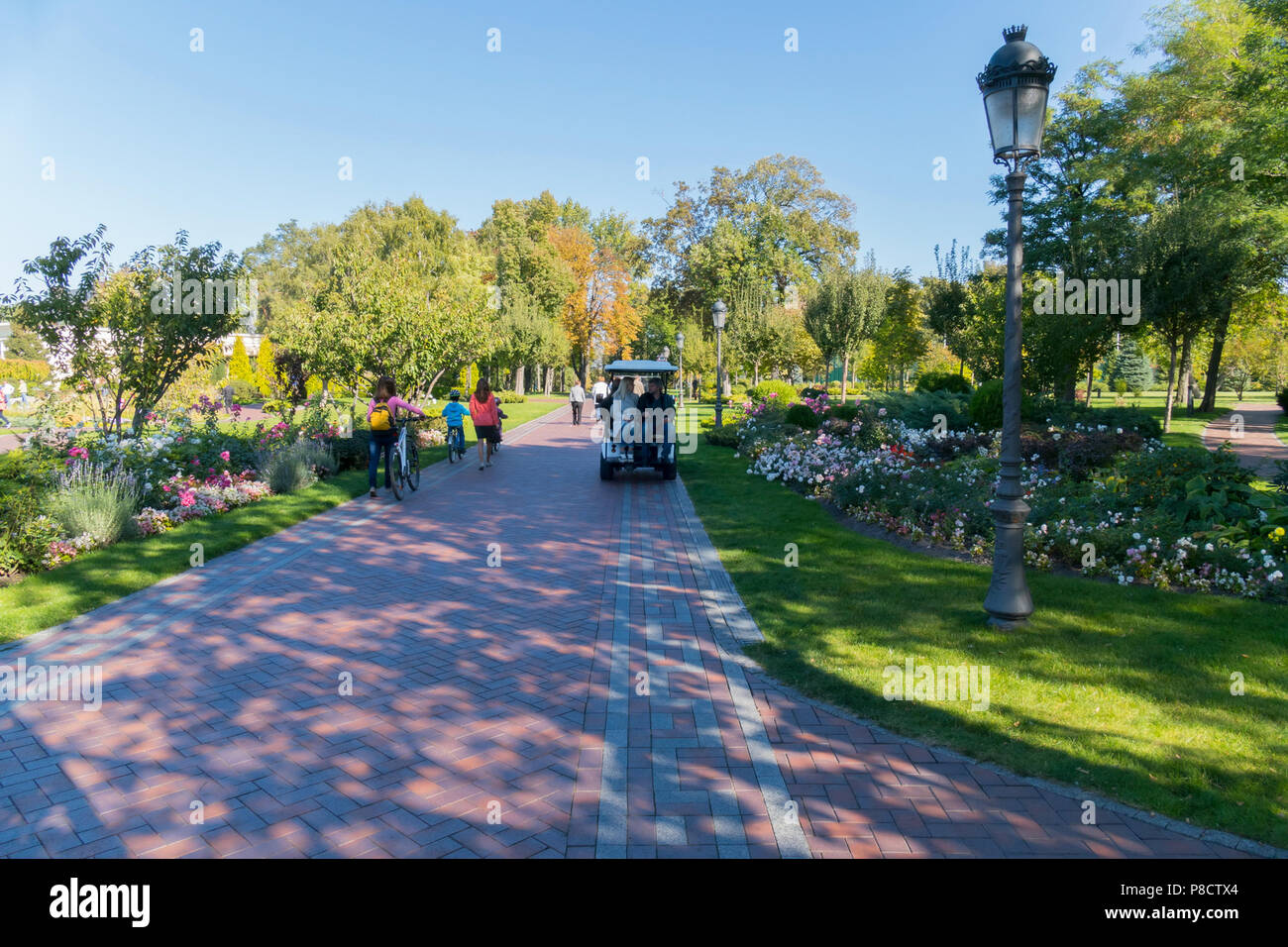 Wide Avenue Stock Photos & Wide Avenue Stock Images - Alamy