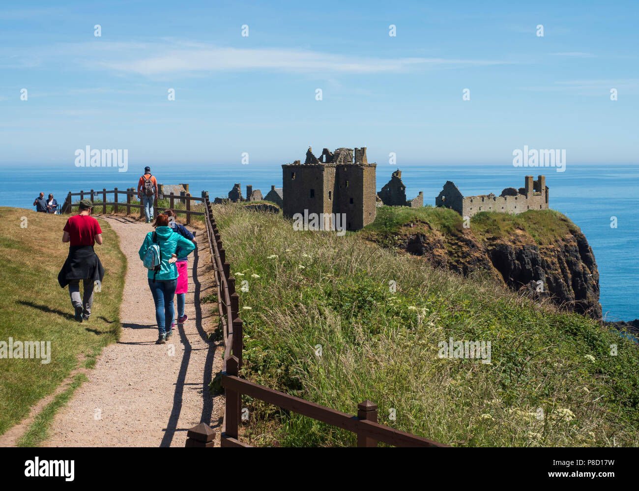 Dunottar Castle, Stonehaven, Aberdeenshire - one of Scotland's most identifiable strongholds, built in the 15th and 1y6th centuries. Visitors approach Stock Photo