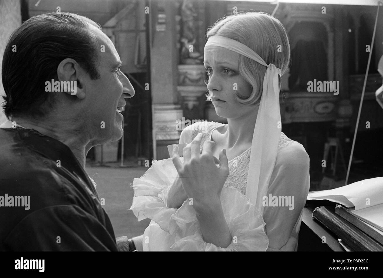 The Boyfriend (1971) Twiggy, Max Adrian     Date: 1971 - Stock Image