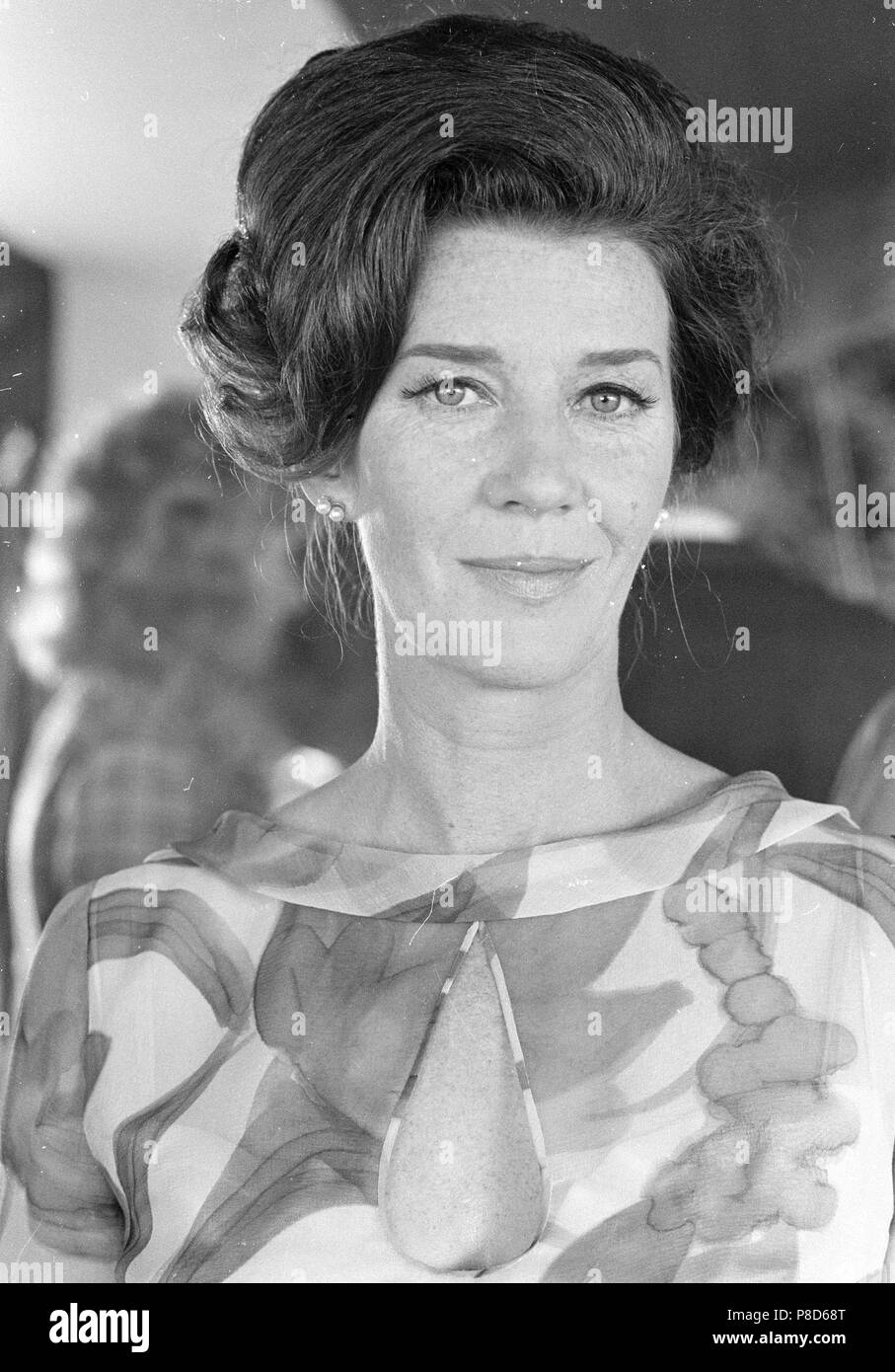 images Lois Maxwell
