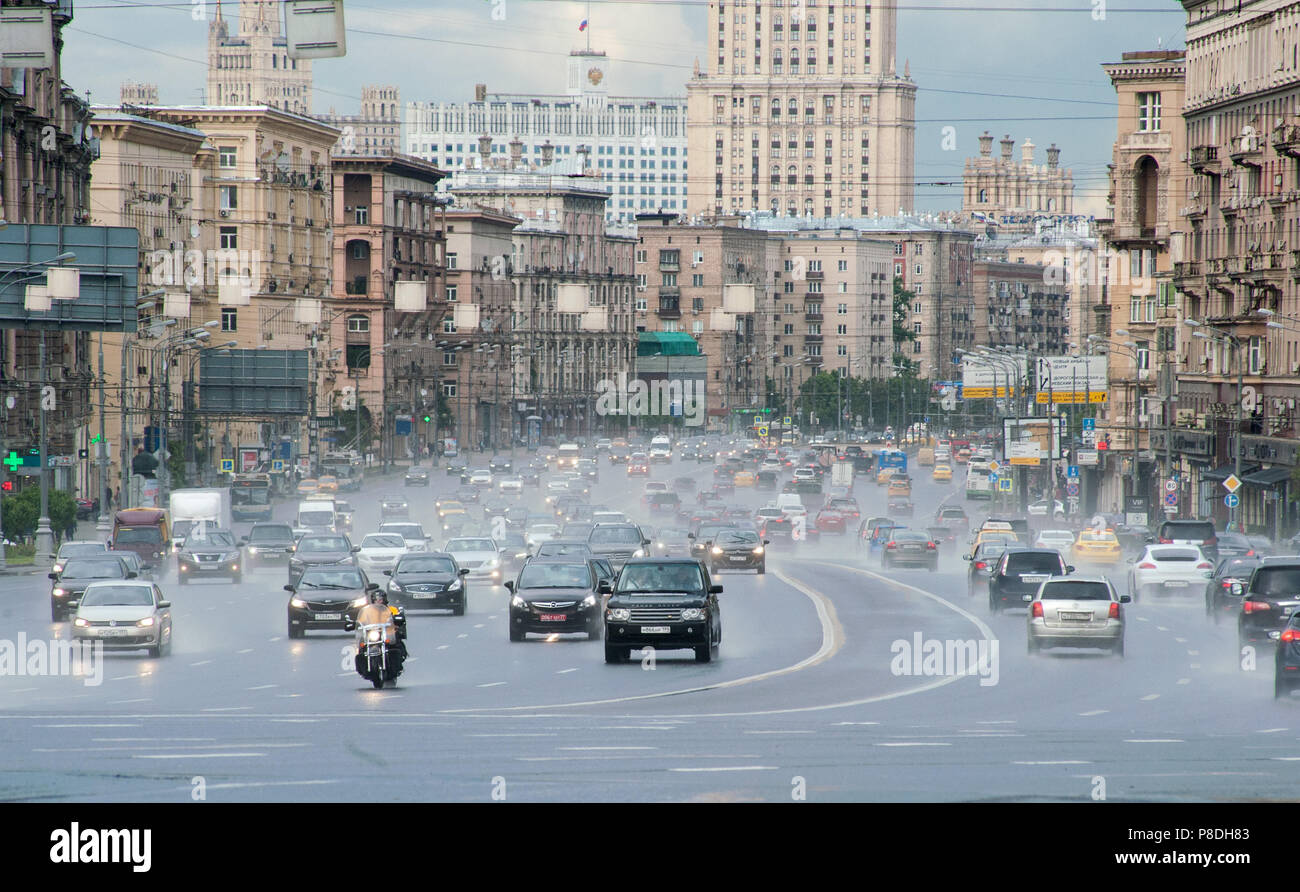 MOSCOW, RUSSIA - June, 22, 2017 Automobile traffic on Kutuzov Avenue in Moscow. - Stock Image