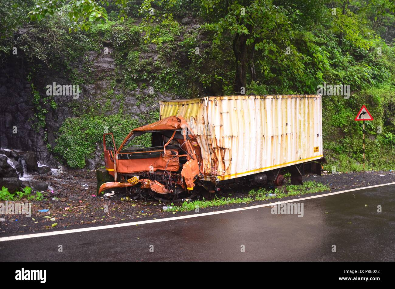 India Truck Accident Stock Photos & India Truck Accident Stock