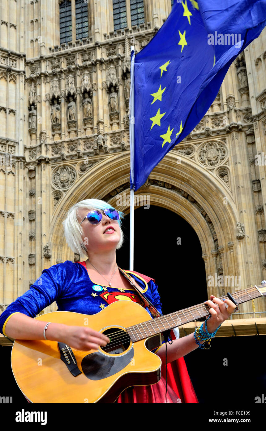 Madeleina Kay - EU Supergirl and Young European of the Year 2018 - singing an anti-Brexit song outside Parliament, 10th July 2018 - Stock Image