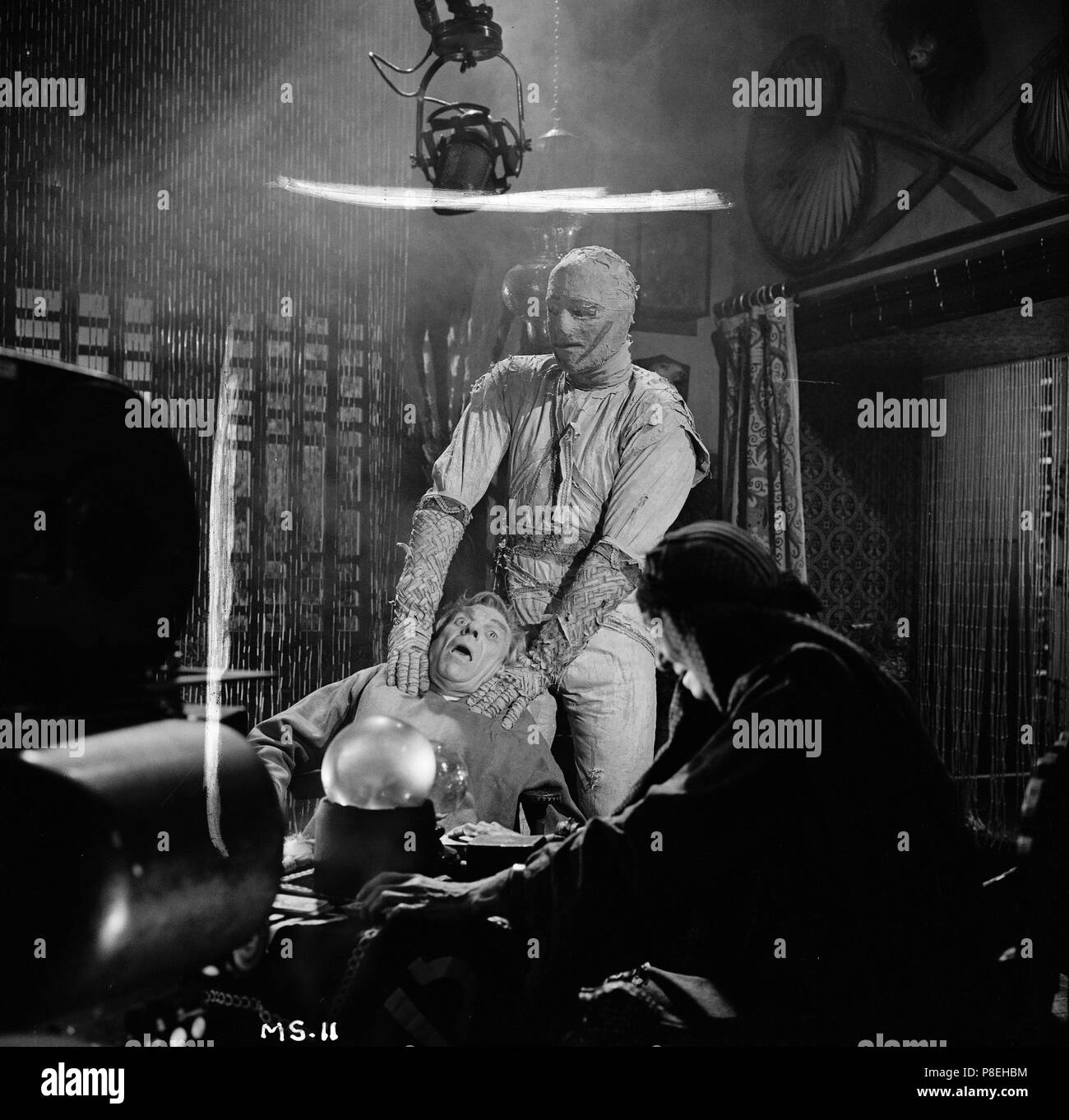 The Mummy's Shroud (1967) Eddie Powell as The Mummy, Andre Morell, Catherine Lacey, Maggie Kimberly,     Date: 1967 Stock Photo