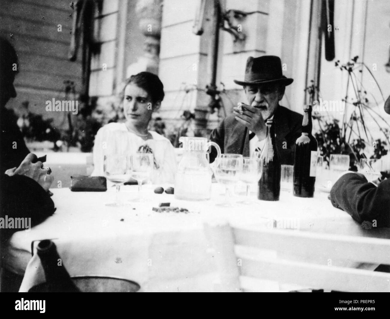 Sigmund und Anna Freud in The Hague. Museum: PRIVATE COLLECTION. - Stock Image