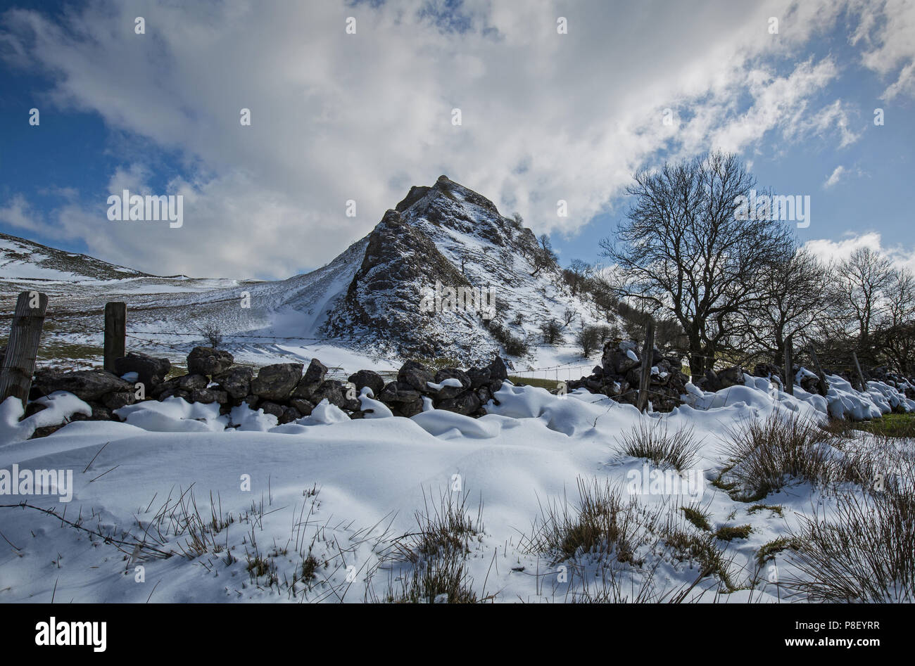 Parkhouse Hill in the snow, Derbyshire Peak District - Stock Image