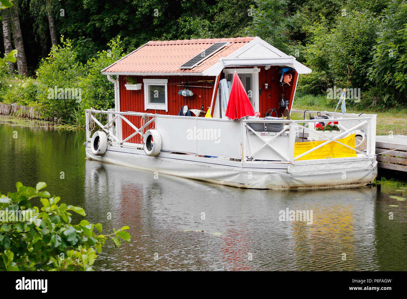 Stupendous Hjalmare Docka Sweden July 9 2018 Small Red Houseboat Download Free Architecture Designs Scobabritishbridgeorg