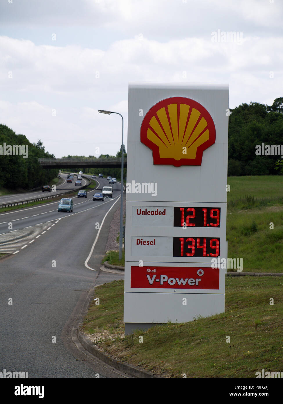Totem sign at Shell filling station at Sutton Scotney Service Station, near Winchester, Hampshire, England, UK showing fuel prices in June 2008 Stock Photo