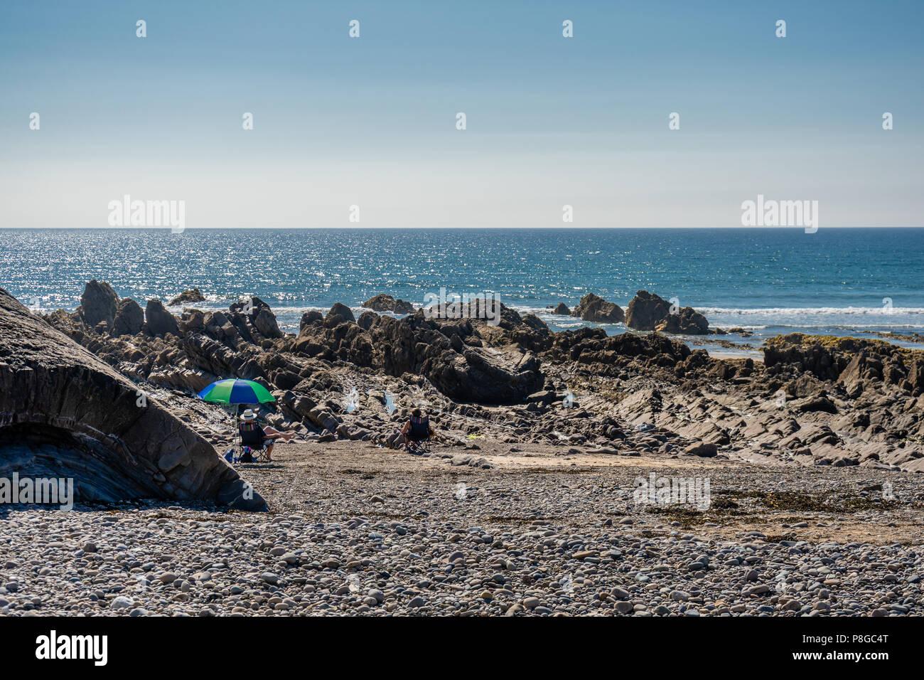 Shingle beach and rock formations along Bude Atlantic Ocean beach, Bude, North Cornwall, Cornwall, England, UK Stock Photo