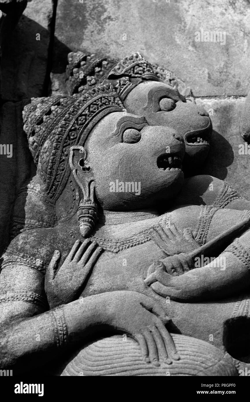 Bas relief detail in red sandstone of the W Pediment of the Gopura 1 W at Banteay Srei, 10th century Khmer architecture at Angkor Wat -  Siem Reap, Ca - Stock Image