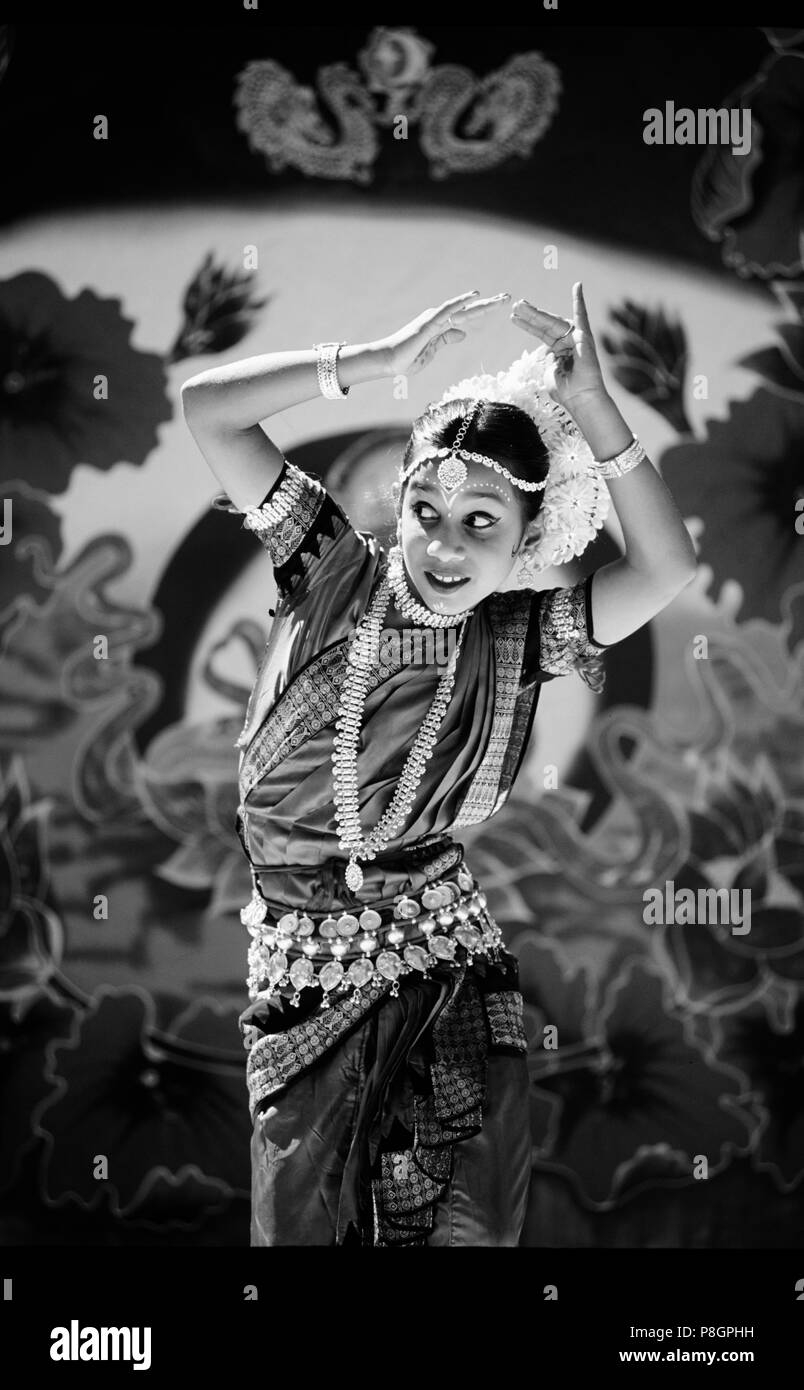 An INDIAN GIRL in a GREEN SARI and traditional JEWELRY performs a traditional HINDU DANCE - INDIA - Stock Image