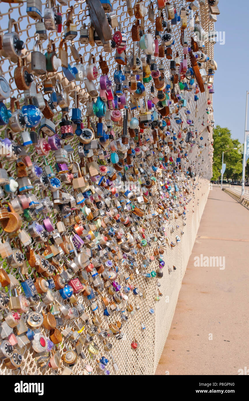 Locks on a bridge of couples signifying love and commitment in Schenley Park, Pittsburgh, Pennsylvania, USA - Stock Image