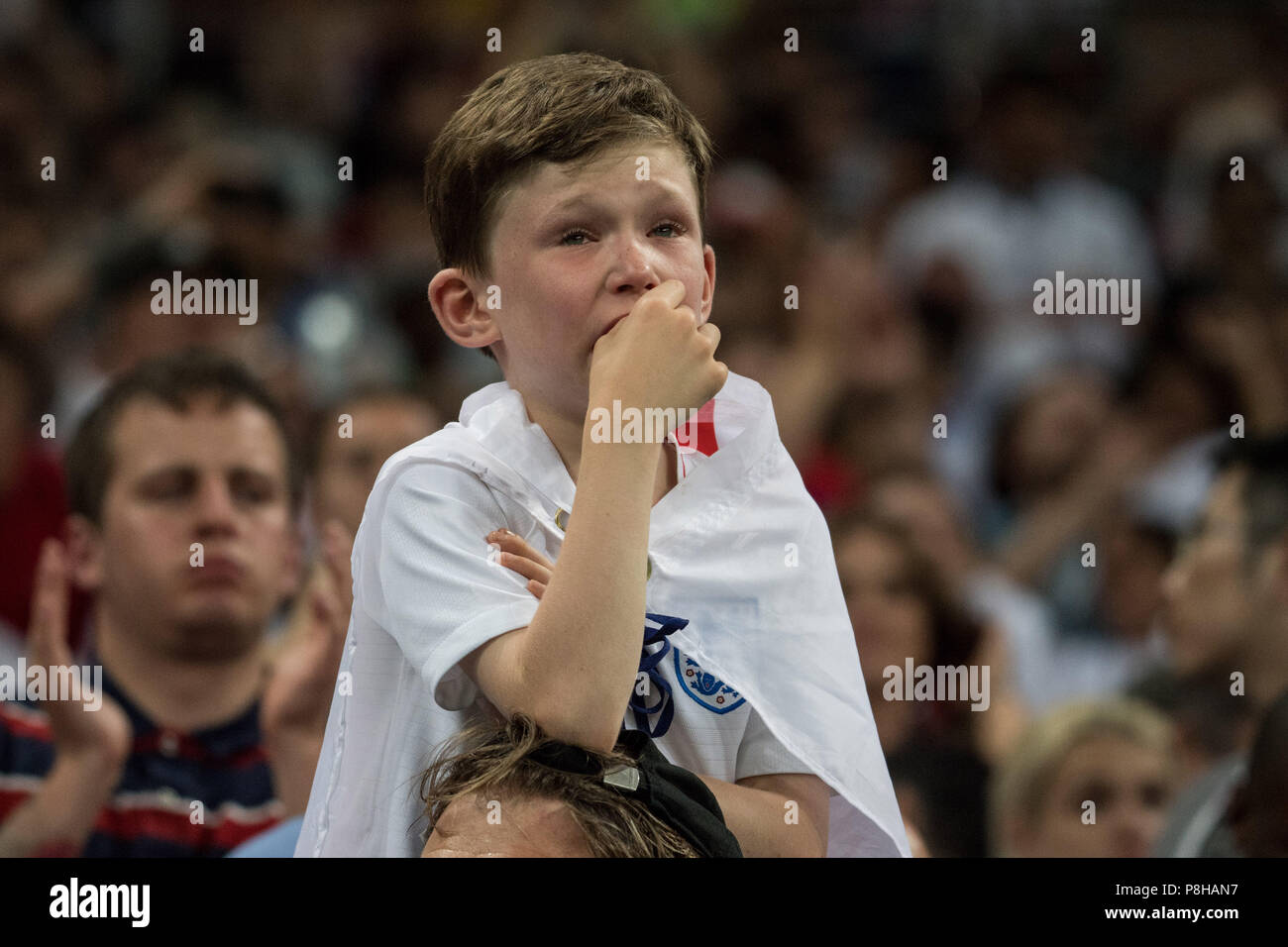 A small English fan cries bitterly, boy, child, fans, spectators, supporters, supporter, half figure, half figure, crying, Croatia (CRO) - England (ENG) 2: 1, semi-finals, game 62, on 07/11/2018 in Moscow ; Football World Cup 2018 in Russia from 14.06. - 15.07.2018. | Usage worldwide Stock Photo