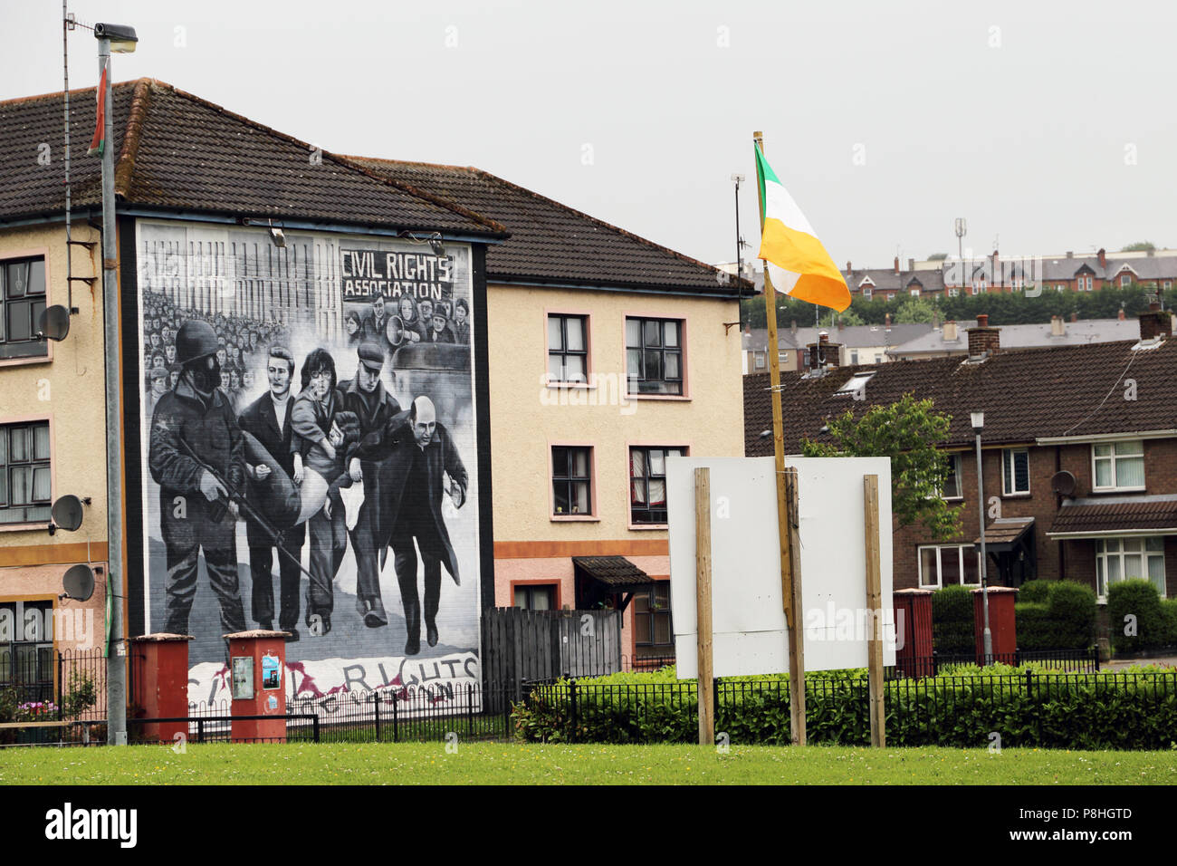 Glennfada Park, site of the Bloody Sunday massacre of 1972 and mural painted in memorial to that day - Stock Image