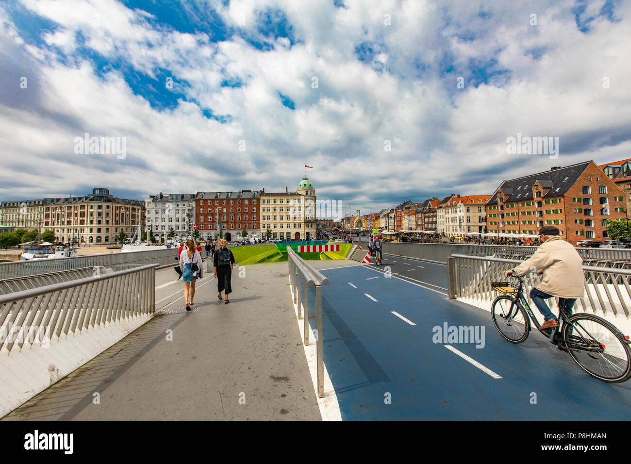 4b5404d1 COPENHAGEN, DENMARK - JUNE 14, 2018: Unidentified people on Inderhavnsbroen  bridge in Copenhagen, Denmark. It is combined pedestrian and bicyclist bri