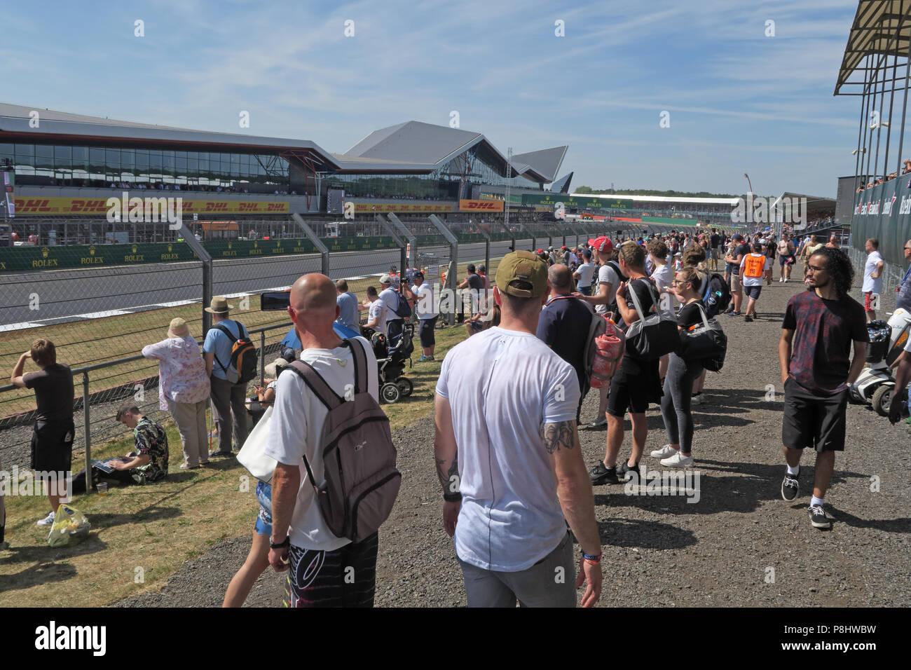 Silverstone Formula One Circuit and general admission spectators, Northamptonshire, West Midlands, England, UK Stock Photo