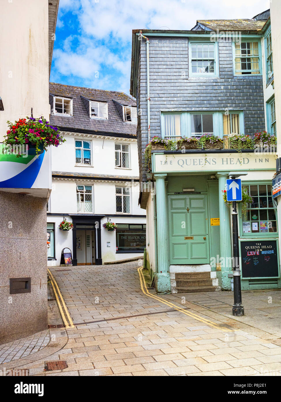 11 June 2018: St Austell, Cornwall, UK - The Queen's Head hotel in North Street. - Stock Image
