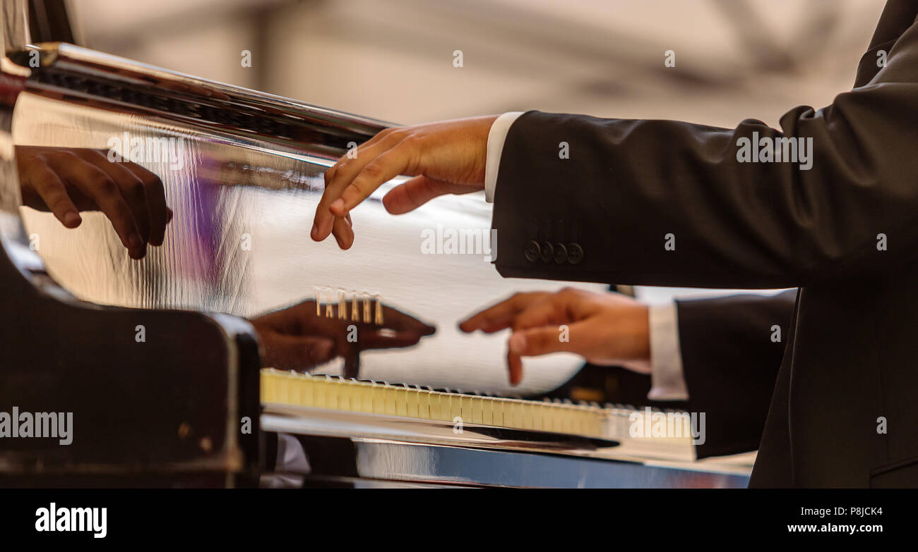 Hands on keyboard - Stock Image
