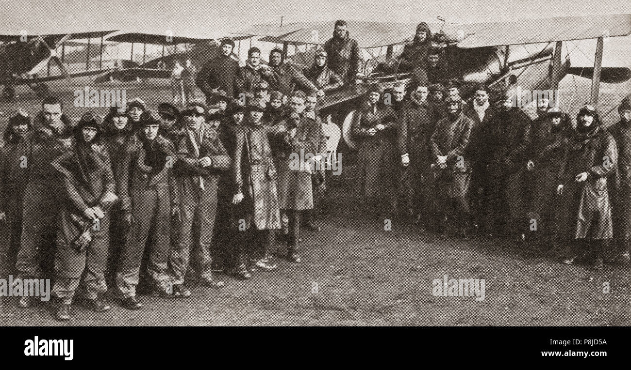 A squadron of World War 1 Royal Flying Corp (RFC) pioneer airmen, standing in front of their Bristol Scouts. - Stock Image
