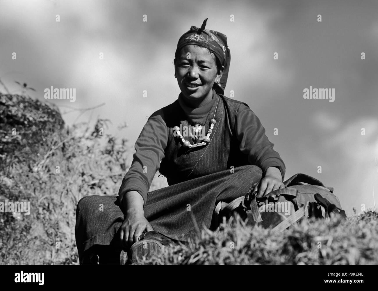 Sherpani woman in traditional dress - SIKLIS TREK, NEPAL Stock Photo