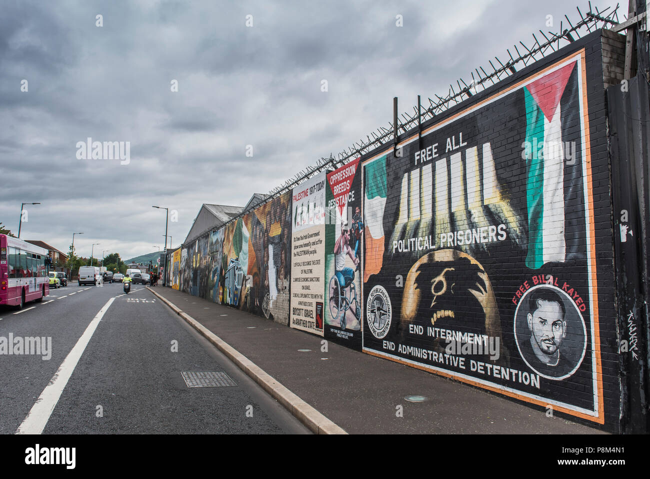 Political graffiti on wall in West Belfast reminiscent of the civil war between Protestants and Catholics, Belfast - Stock Image