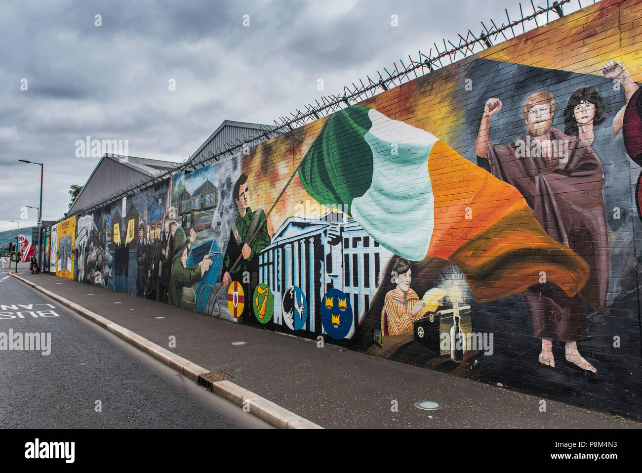 Political graffiti on wall in West Belfast, reminiscent of the civil war between Protestants and Catholics, Belfast - Stock Image