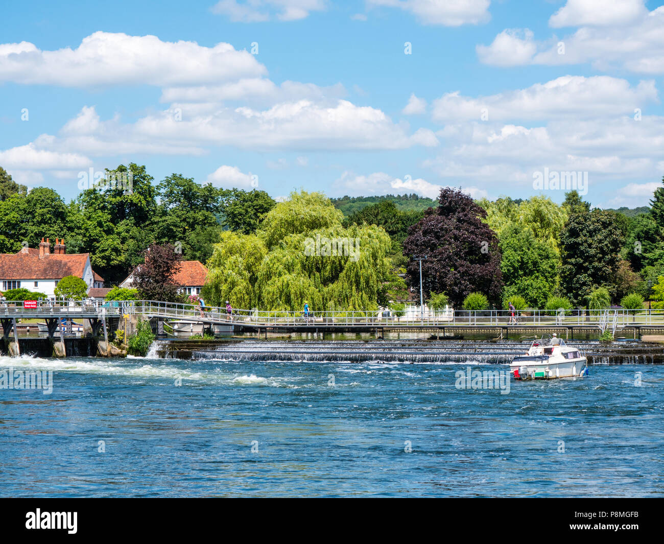 Fishing Boat at Wier, Hambleden Lock and Weir, River Thames, Berkshire, England, UK, GB. - Stock Image