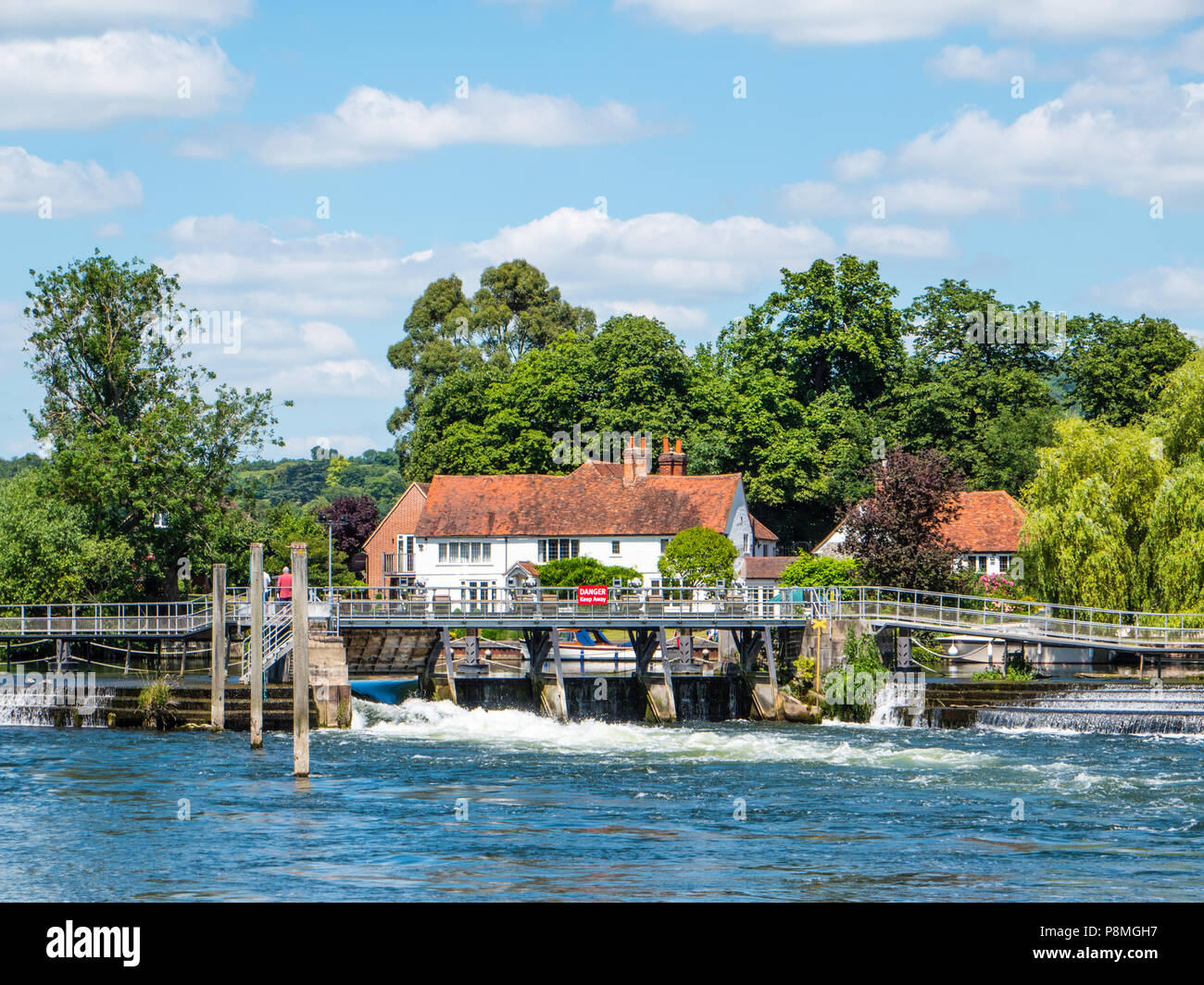 Weir at, Hambleden Lock and Weir, River Thames, Berkshire, England, UK, GB. - Stock Image