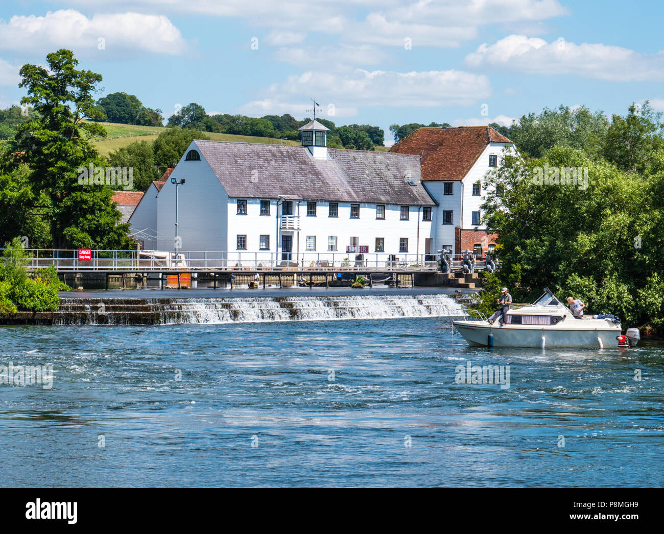 Mill End, Hambleden Lock and Weir, River Thames, Berkshire, England, UK, GB. - Stock Image