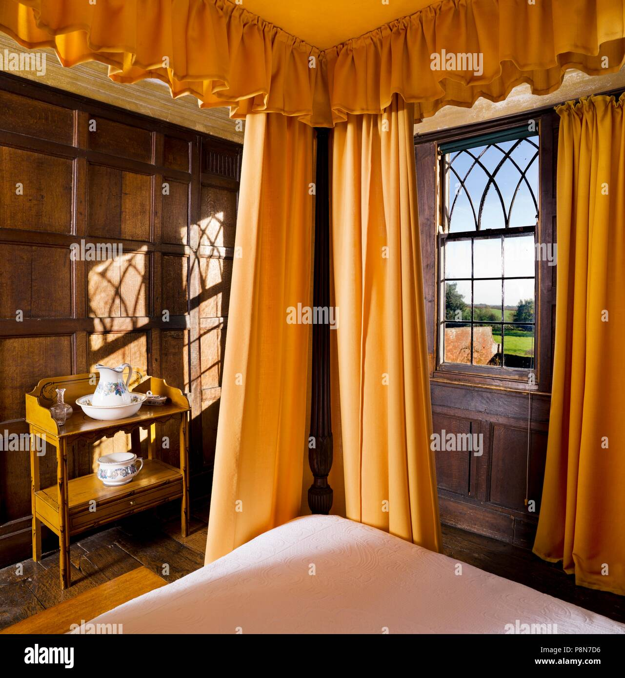 Four poster bed in the Squire's Room, Boscobel House, Shropshire, c1980-c2017. The half-timbered 17th century Boscobel House is famous as the place wh - Stock Image