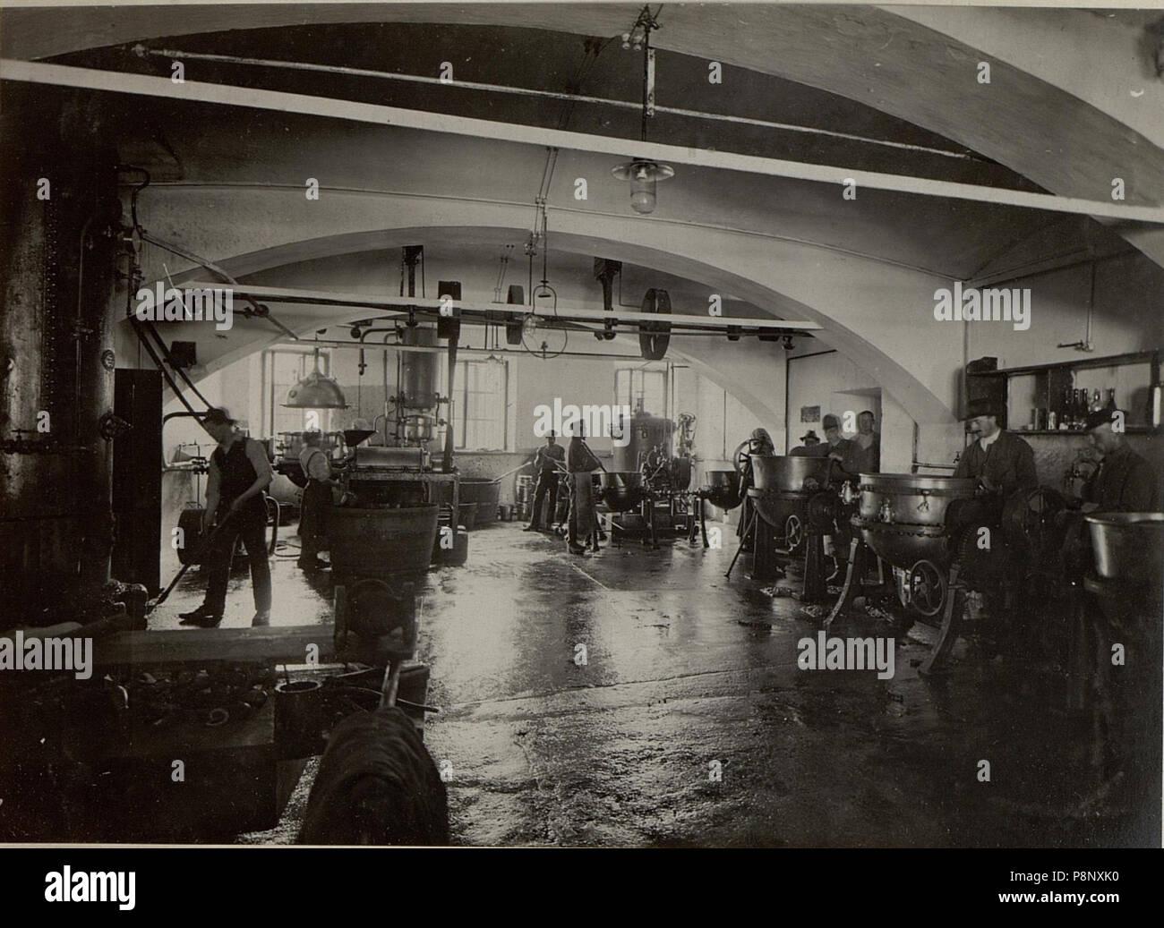 .   354 K.u.k. Etappen Verpflegsmagazine in Villach. Fruchtkonservenfabrik. Arbeitsraum.Aufgenommen am 20.VII.1916. (BildID 15477597) Stock Photo