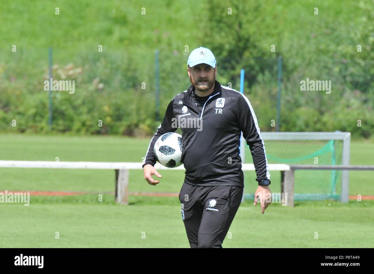 1860 München in Drittliga-Vorbereitung in Kössen in Österreich. 1860-Coach Daniel Bierofka trainiert sein team für die anstehende Fußball-Drittligasai - Stock Image