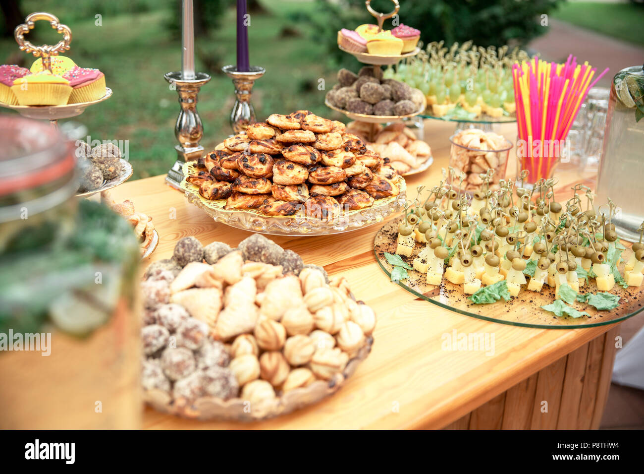 Candy bar and wedding cake. Table with sweets, buffet with candies ...