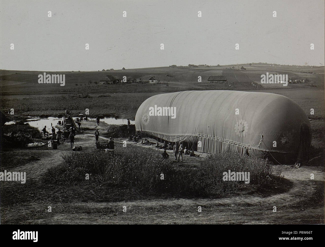 50 Ballon beim Füllen, Ballonabteilung 3-2.R. Milza (BildID 15442328) - Stock Image