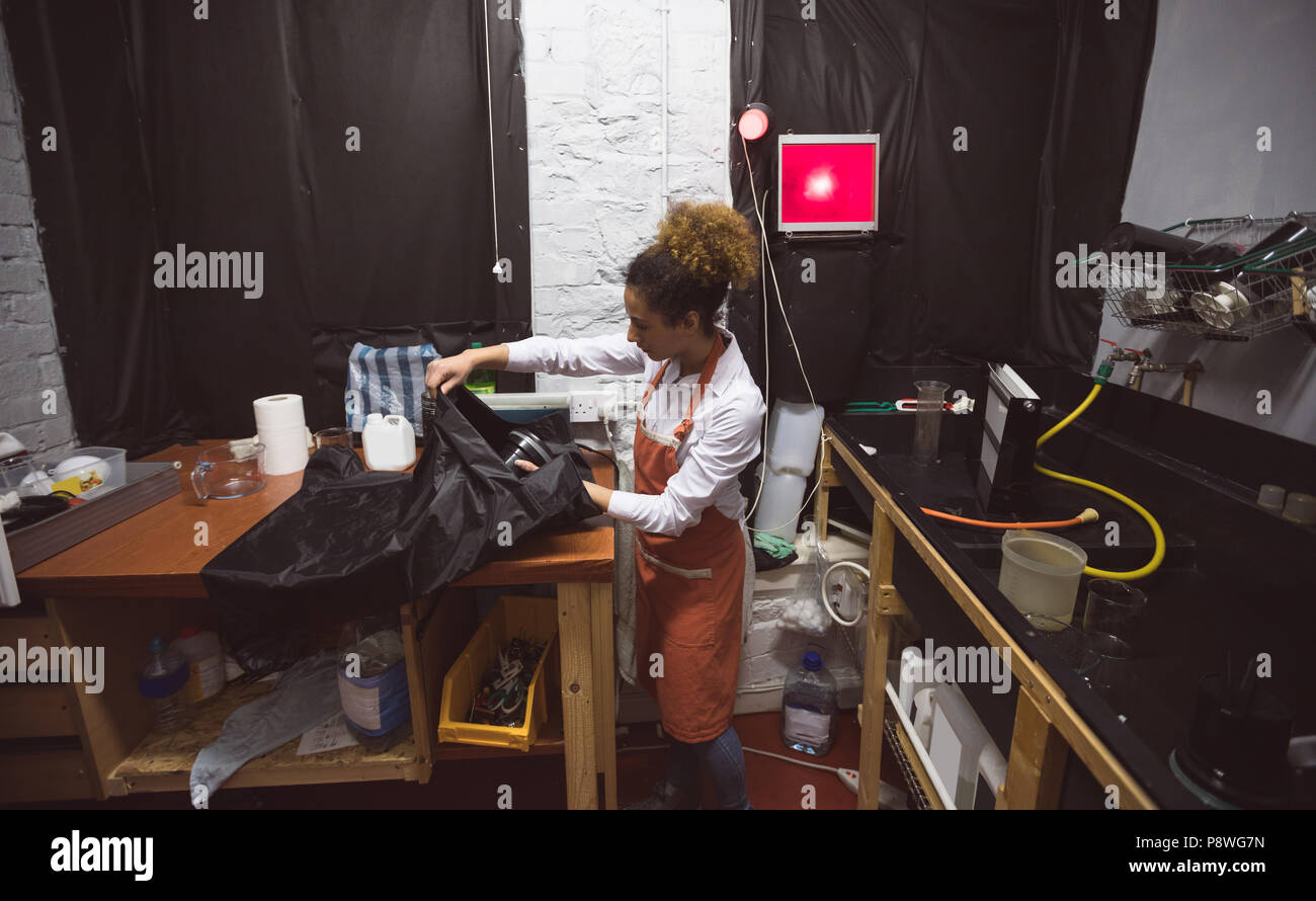 Female photographer working in photo studio - Stock Image