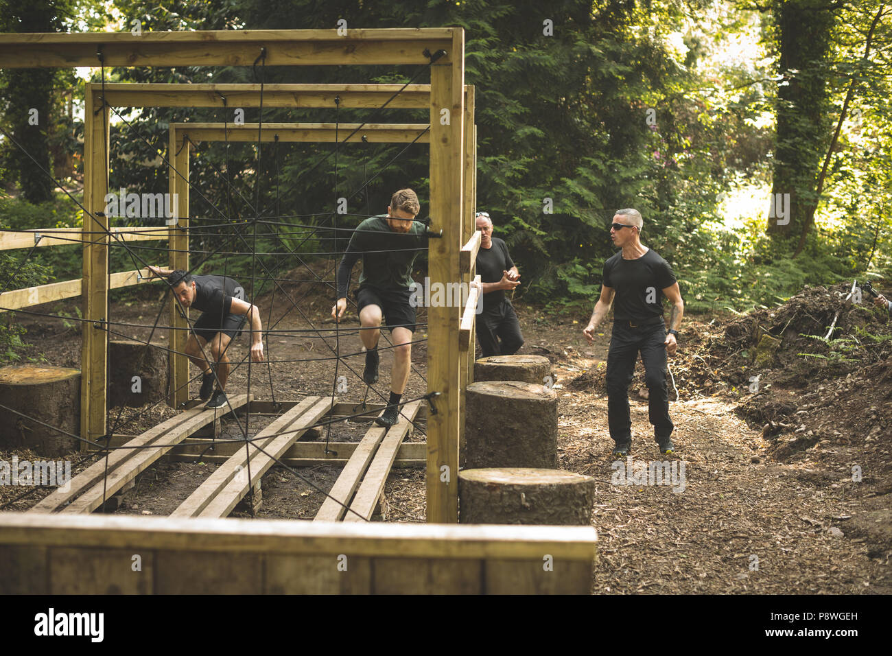 Group of mens training on obstacle course - Stock Image