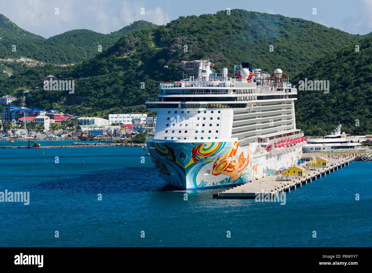 Norwegian Breakaway Cruise Ship - Stock Image