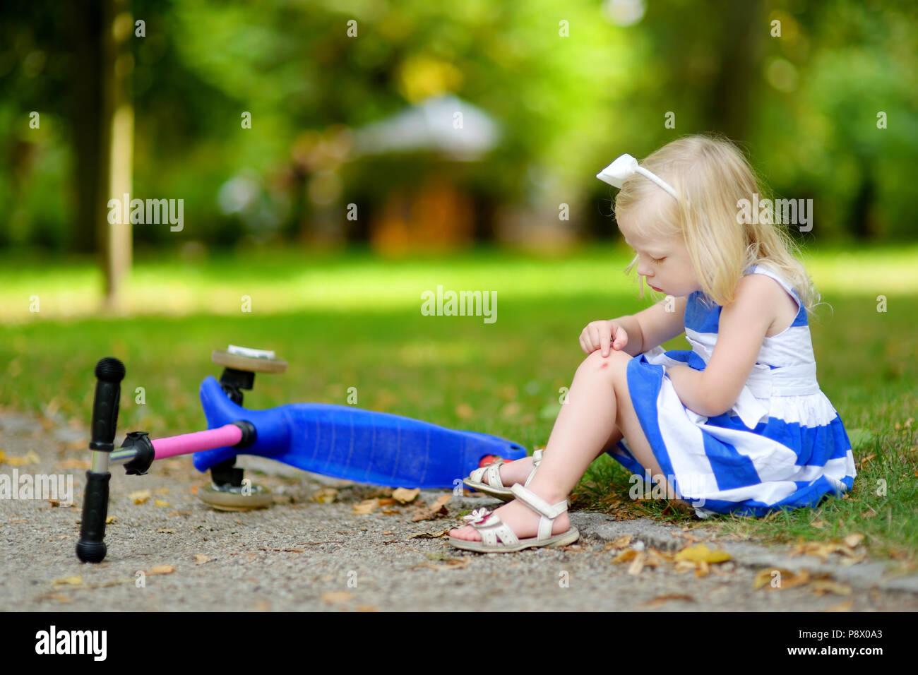 little girl sit ground