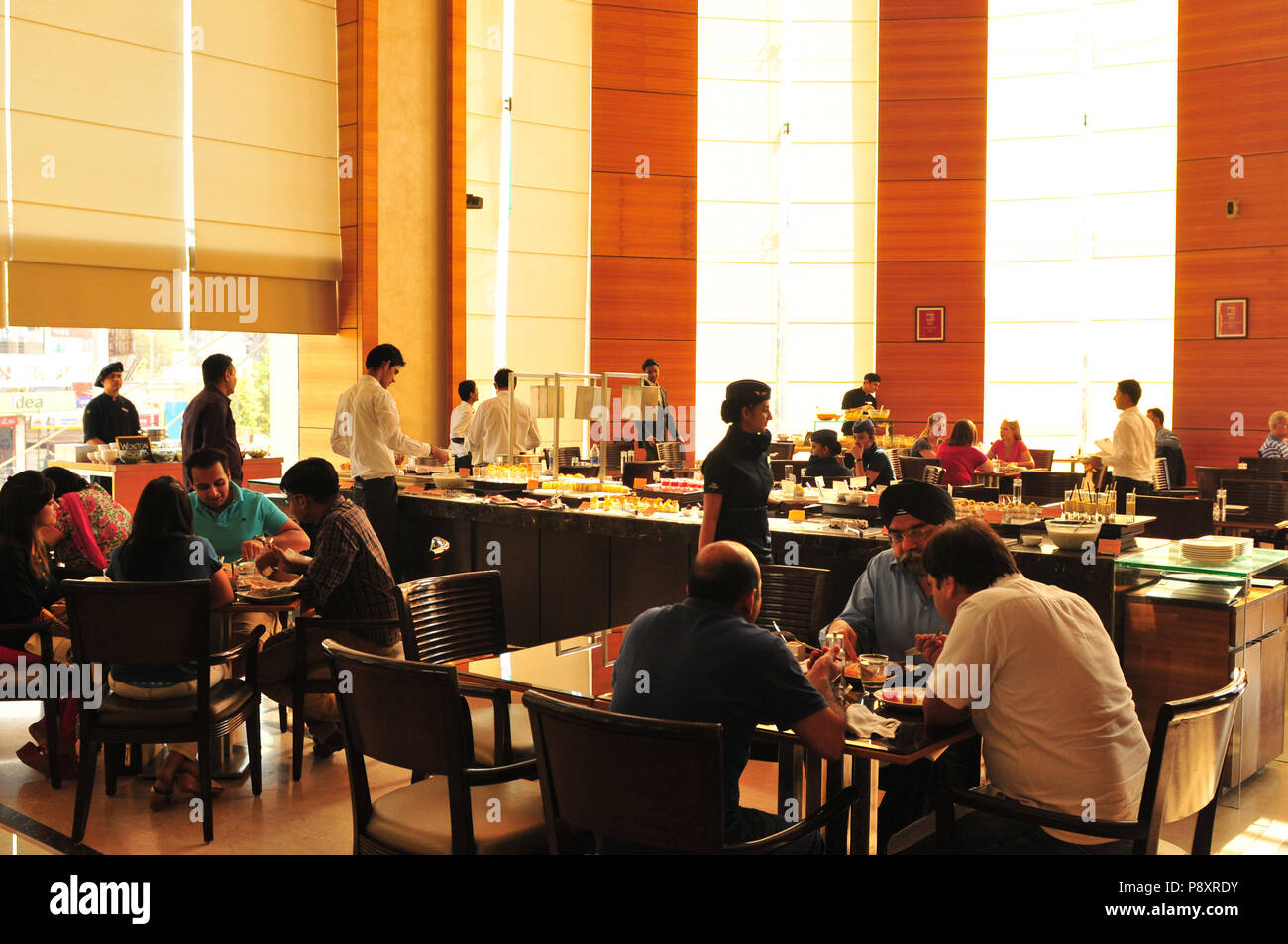 Gujarat: Lunch at the Mariott Courtyard Restaurant in Ahmedabad - Stock Image