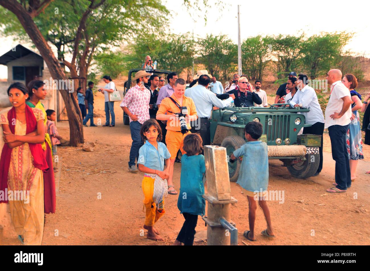 Gujarat: Tourist excursion to a farmer village near Poshina - Stock Image