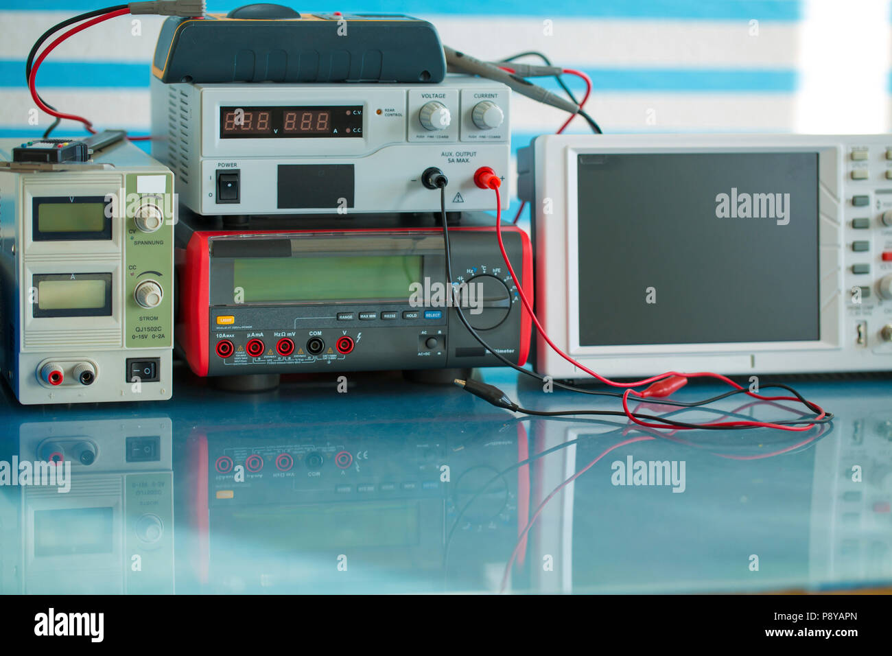 Electronic Wires Stock Photos & Electronic Wires Stock Images - Alamy