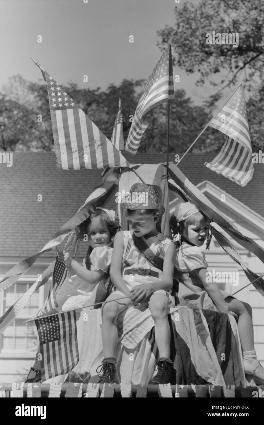 Patriotic Children on Float during Fourth of July Parade, Vale, Oregon, USA, Russell Lee, Farm Security Administration, July 1941 - Stock Image